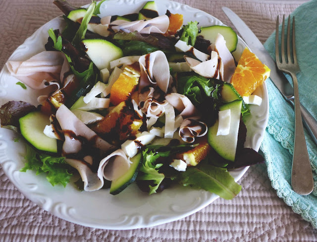 Salada de curgete crua, laranja e fiambre de frango/ Raw Zucchini salad with Orange and chicken ham
